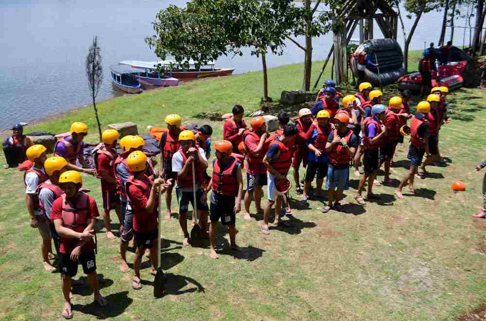 Stamp Crew Karawang Pantang Mundur Untuk Rafting Bandung Pangalengan