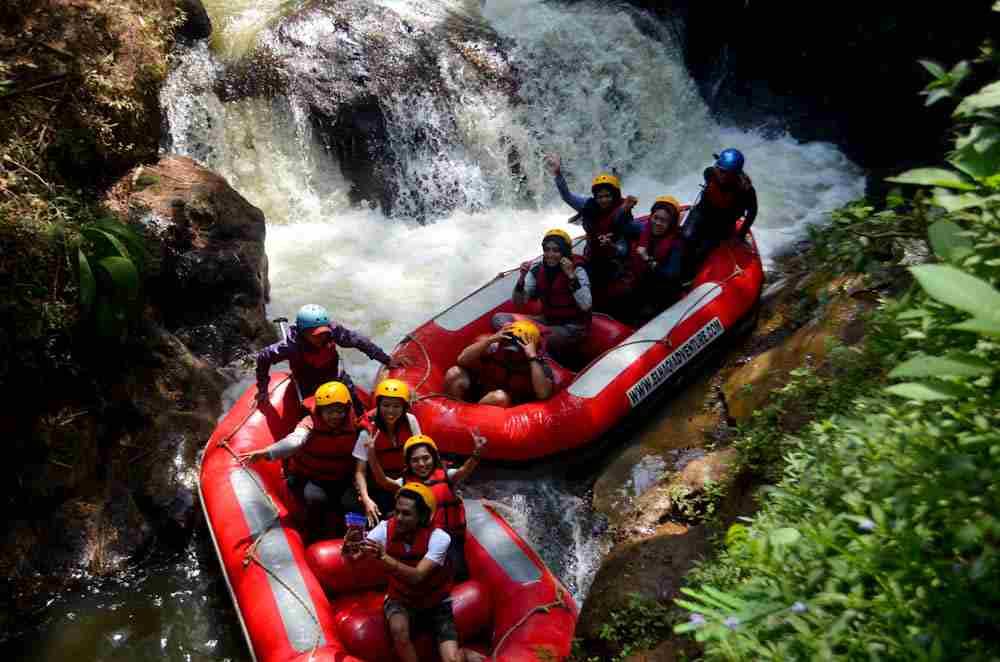 Serunya Rombongan Pindad Coba Rafting Bandung Murah Berkualitas